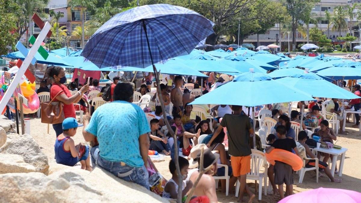 ¿Cuál Covid? Turistas atiborran playas de Acapulco; la mayoría sin cubrebocas   Fotos 8