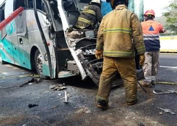 Aparatoso choque deja 1 muerto y 3 heridos en la autopista del Sol, en Chilpancingo 9
