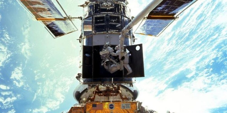 NASA termina la reparación del telescopio espacial Hubble 1