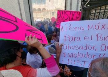 Morelos: se confrontan a gritos y empujones por profesor acusado de violación 6