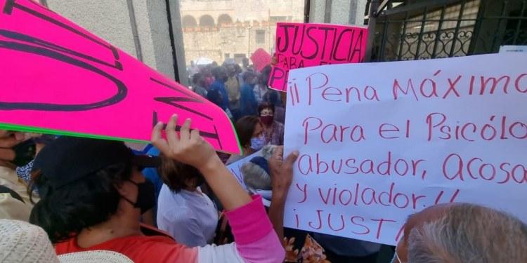 Morelos: se confrontan a gritos y empujones por profesor acusado de violación 1
