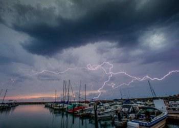Fuertes tormentas eléctricas causan severos daños en Estados Unidos 8