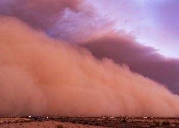 Fuerte tormenta de arena cubre toda una ciudad en China 4