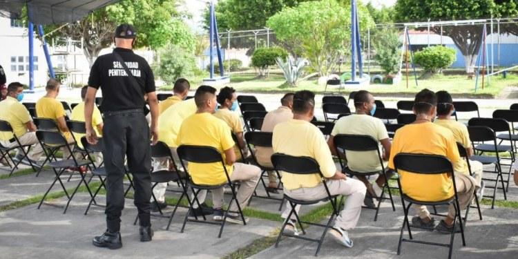 Vacunan contra Covid-19 a presos en Morelos 2