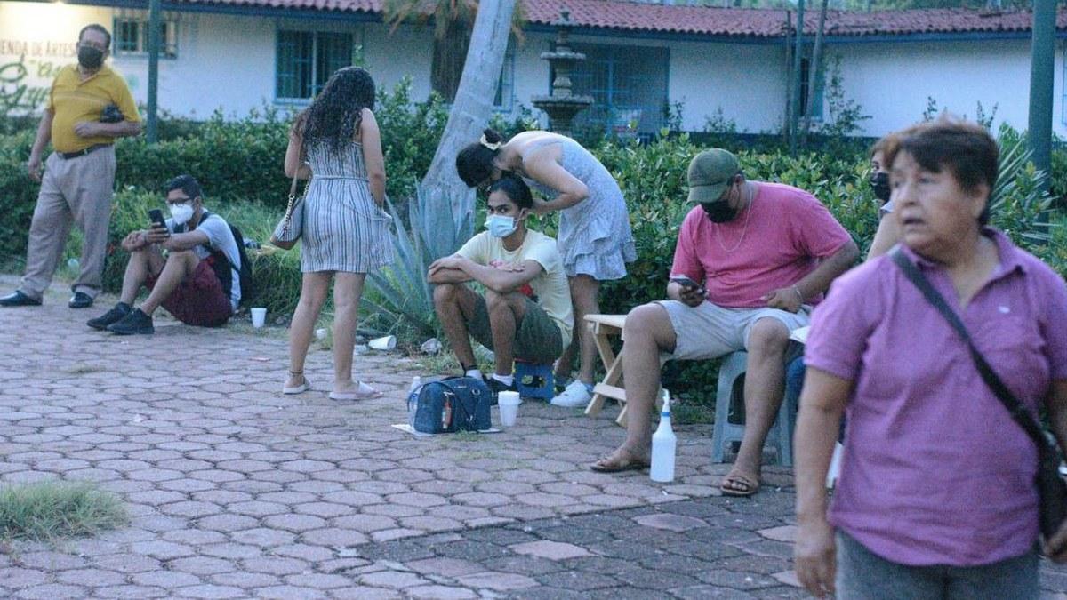 Acapulco: con mamás, amigos o pareja; la vacunación de centennials y millenials en imágenes 5