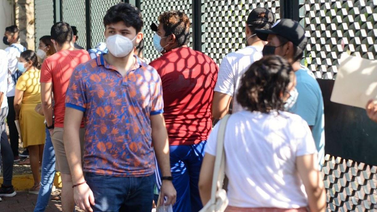 Acapulco: con mamás, amigos o pareja; la vacunación de centennials y millenials en imágenes 6