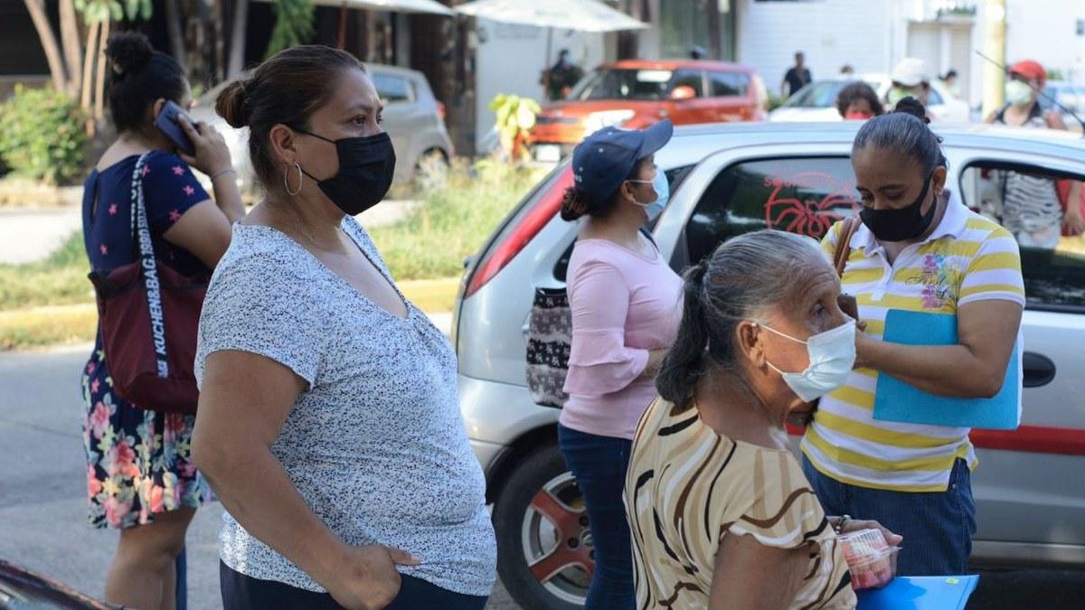 Acapulco: con mamás, amigos o pareja; la vacunación de centennials y millenials en imágenes 10