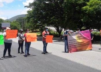 Chilpancingo: protestan en Autopista del Sol para exigir prestaciones laborales a la SEP 5