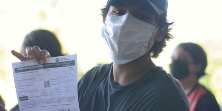 Acapulco: con mamás, amigos o pareja; la vacunación de centennials y millenials en imágenes 1
