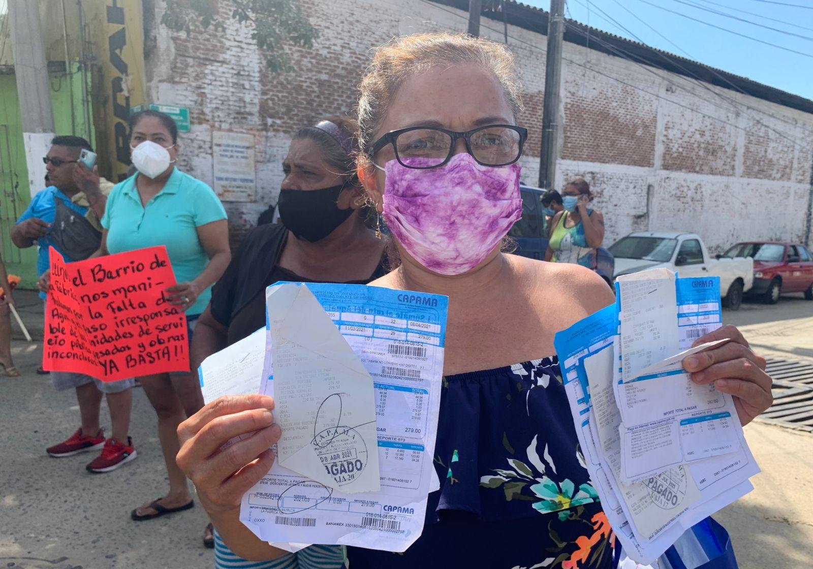 """Colonos protestan por falta de agua y """"obras mal hechas"""" en Acapulco; exigen a AMLO juicio para Adela Román 1"""