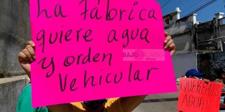 Con bloqueo, colonos de Acapulco exigen agua a la Capama 1