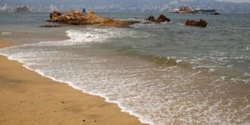 Profepa investigará supuesto vertimento de aguas negras a la bahía de Acapulco 5