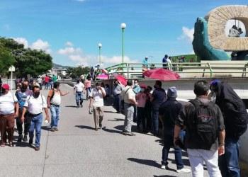 Trabajadores del SUSPEG protestan en Chilpancingo; exigen pagos 3