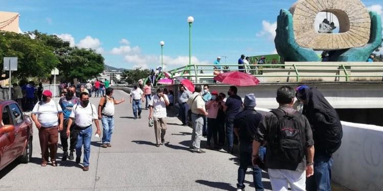 Trabajadores del SUSPEG protestan en Chilpancingo; exigen pagos 1