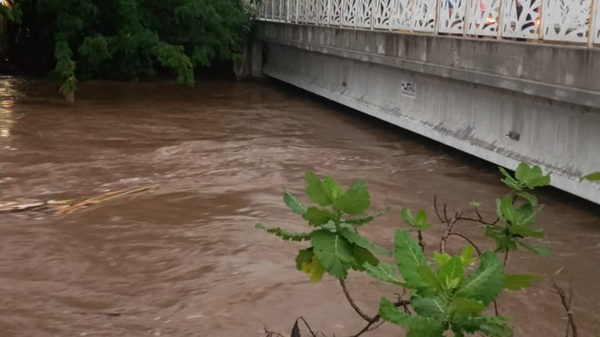 Morelos: se desborda río en Jojutla e inunda 12 viviendas 2