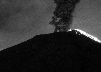 Lo que faltaba, volcán Popocatépetl se enoja; arroja columnas de humo de 3 mil metros de altura 5