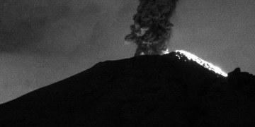 Lo que faltaba, volcán Popocatépetl se enoja; arroja columnas de humo de 3 mil metros de altura 1