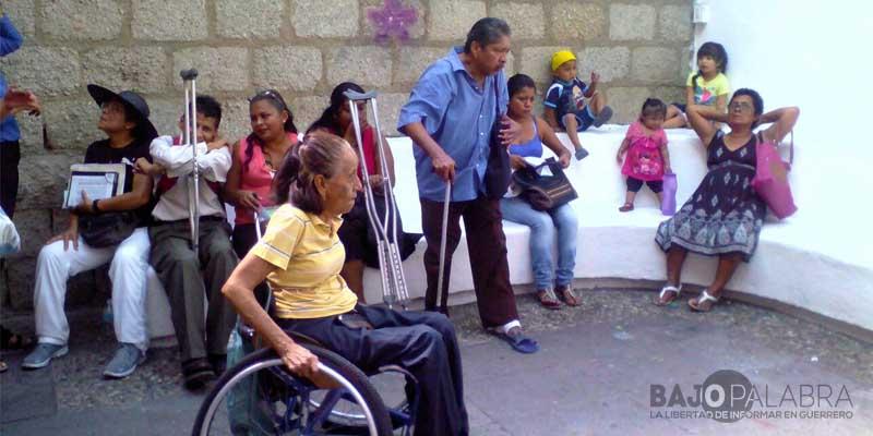 Reclaman discapacitados de Acapulco mejoras en entrega de apoyos