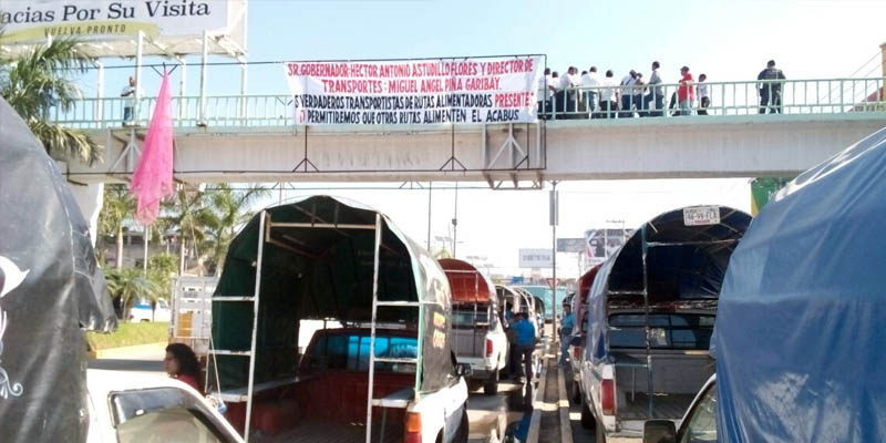 Protestan transportistas contra nuevas rutas para el Acabús