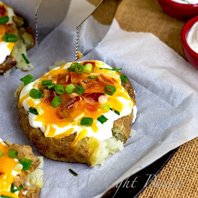 Loaded Smashed Potatoes | bakeatmidnite.com | #potatoes #sidedishrecipes