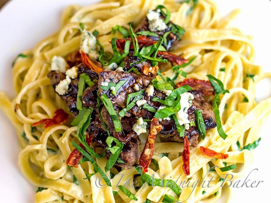 Copycat Steak Gorgonzola Alfredo #OliveGardenCopycat #AlfredoSauce #SteakGorgonzola