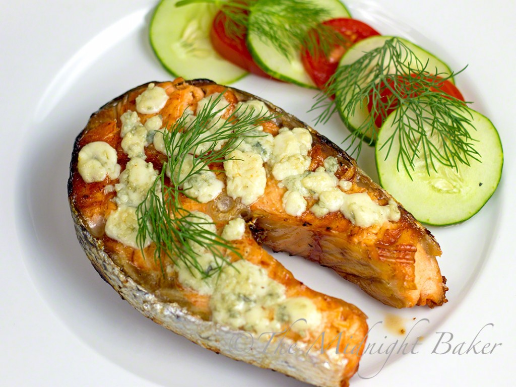 Grilled Salmon with Blue Cheese | bakeatmidnite.com | #salmon #fishrecipes #bluecheese
