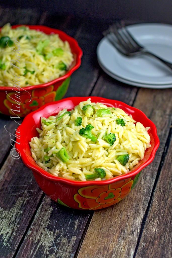 Three Cheese Orzo with Broccoli | bakeatmidnite.com | #orzo #asiago #fontina #sidedish