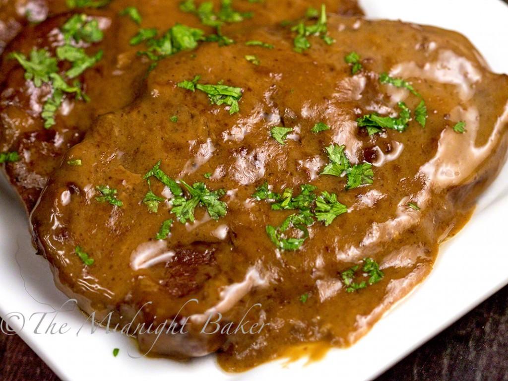 Slow Cooker Braised Steak | bakeatmidnite.com | #slowcooker #crockpot #beef #stew