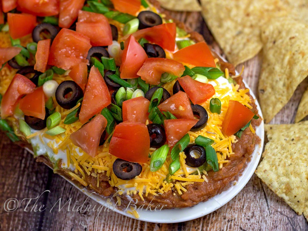 Mexican Seven-Layer Dip   bakeatmidnite.com   #dip #mexicanlayereddip #bhg #christmas