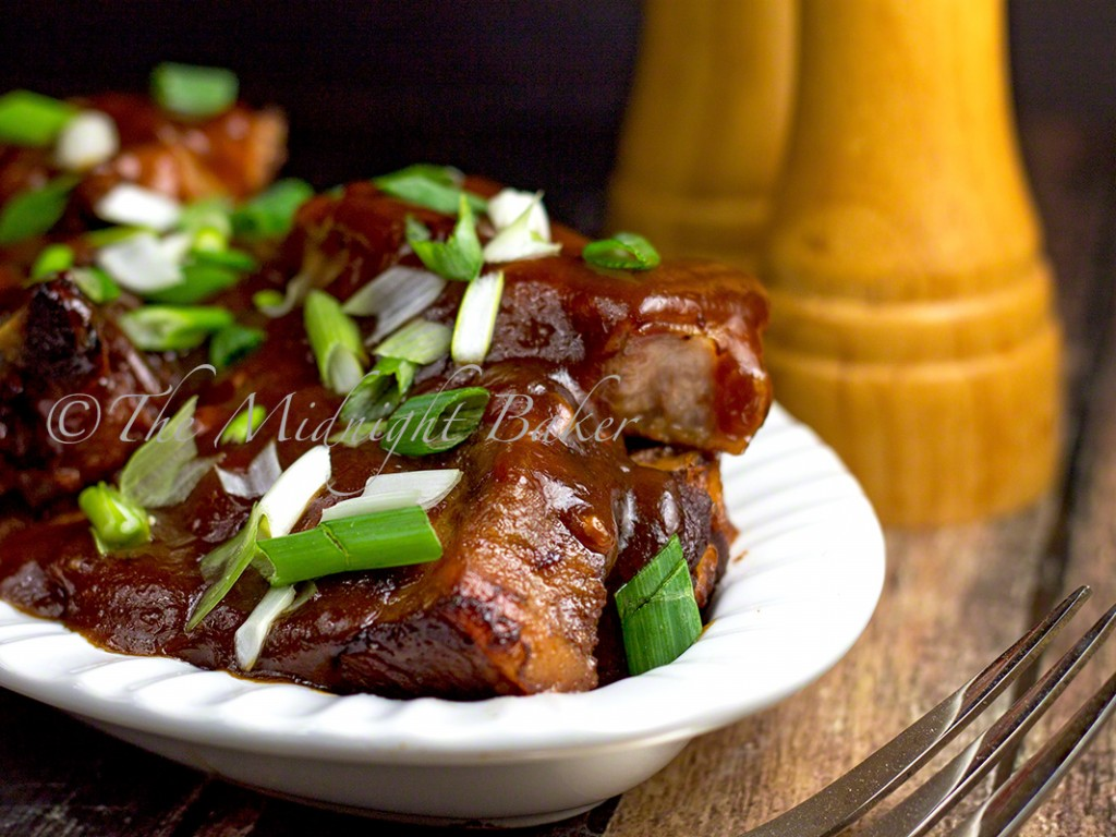 Slow Cooker Brown Sugar Country-Style Pork Ribs   bakeatmidnite.com   #slowcooker #crockpot #ribs