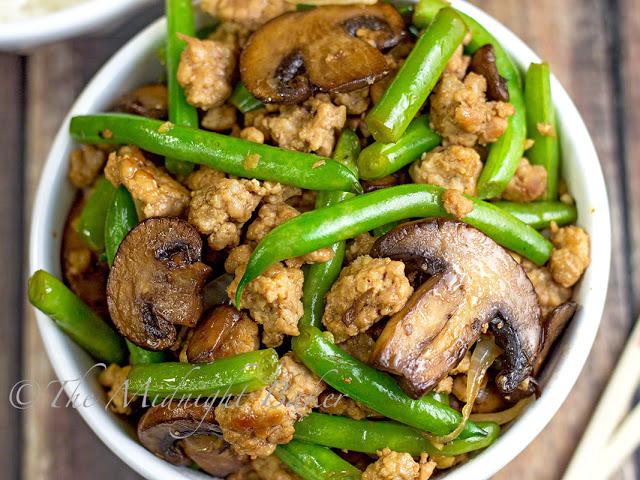 Pork with Caramelized Mushrooms & Green Beans   bakeatmidnite.com   #pork #greenbeans #healthy #recipe