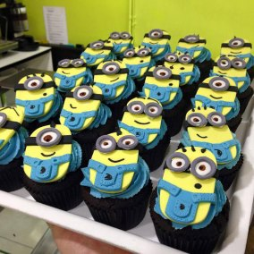themed-cupcakes-minions