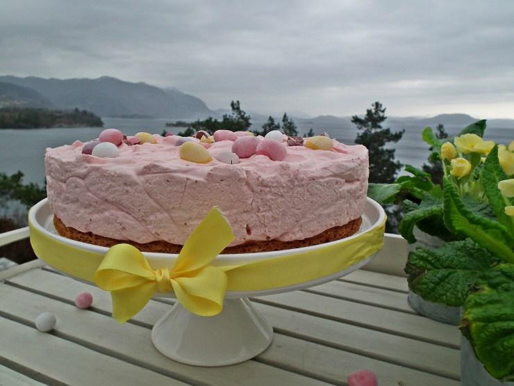 jordbærmoussekake_jordbærmousse_jordbær_mousse_kake_glutenfri_dessert_nøttebunn_bakemagi5