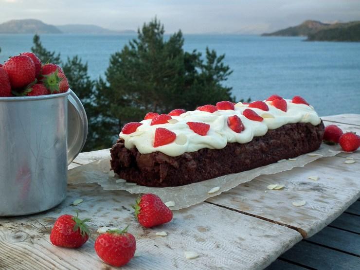brownie_vaniljekrem_jordbær_sjokolade_sjokoladekake_krem_oppskrift_bakemagi_2
