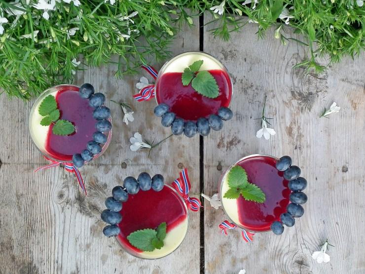 pannacotta_vanilje_krisebær_kirsebærsaus_jordbærsaus_bringebærsaus_blåbær_dessert_17mai_oppskrift_bakemagi_7