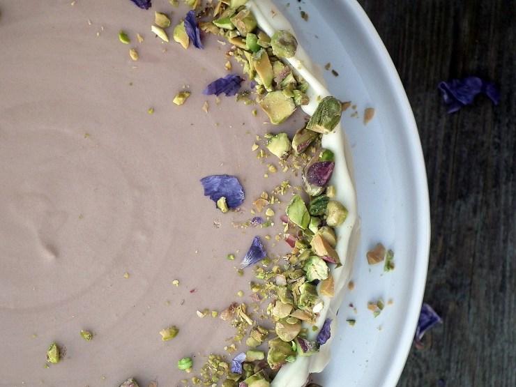 sjokolademoussekake_sjokoaldemousse_brownie_sjokoladekake_mousse_pistasjnøtter_kake_dessert_oppskrift_bakemagi_4