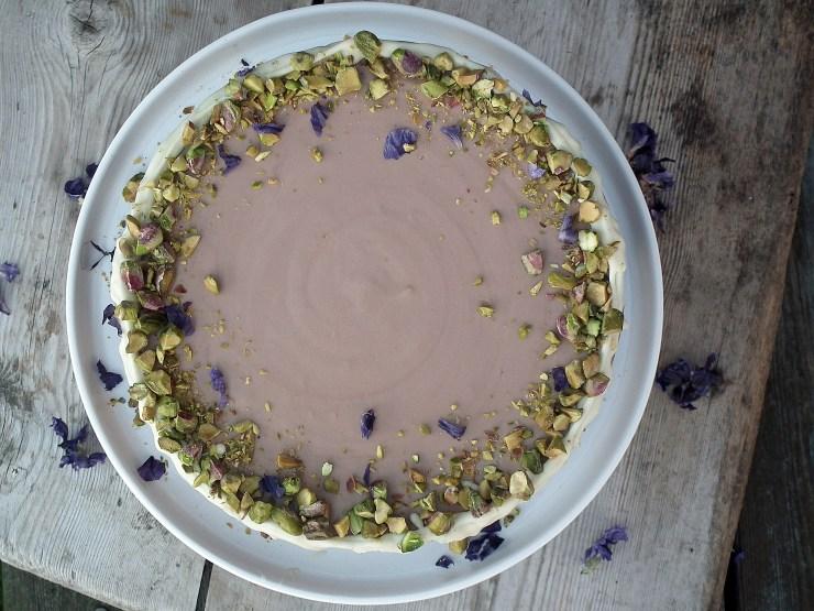 sjokolademoussekake_sjokoaldemousse_brownie_sjokoladekake_mousse_pistasjnøtter_kake_dessert_oppskrift_bakemagi_5