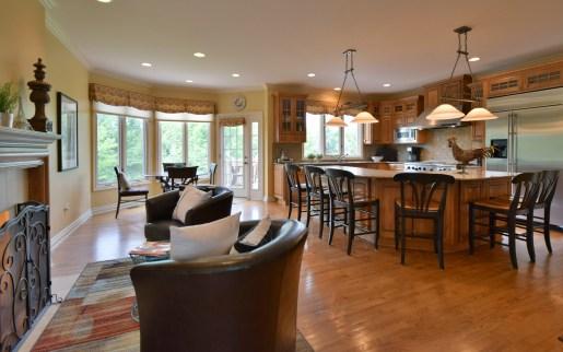 Kitchen and Breakfast Area