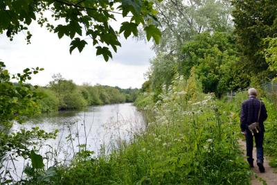 The footpath by the Dee