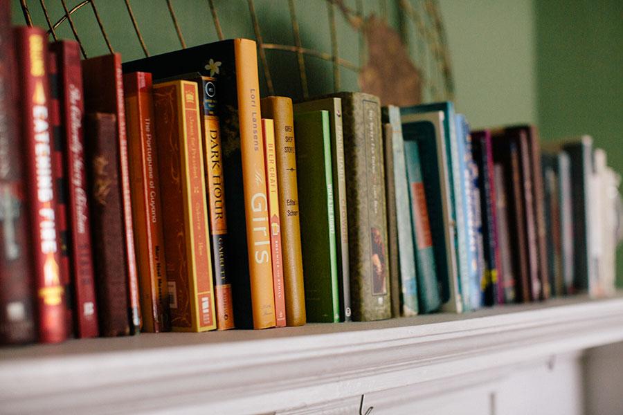 mantle-decor-color-arranged-books-2 Color Arranged Books as Mantle Decor Home & Design Our Life