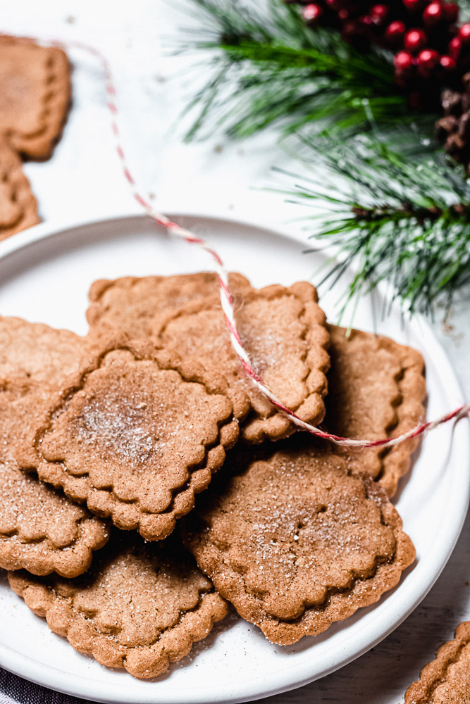 speculoos cookies on a plate with greenery