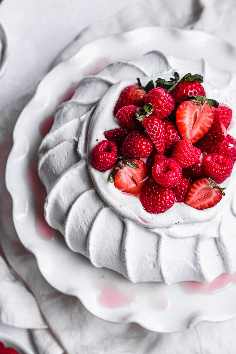 classic pavlova with berries