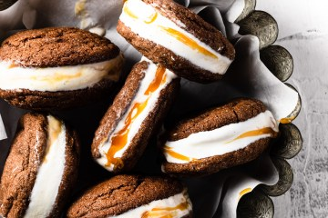 chocolate ice cream sandwiches with caramel