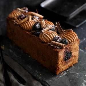 עוגת שוקולד ואוכמניות