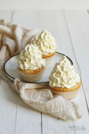 Einfache Vanille Cupcakes mit Vanille-Buttercreme
