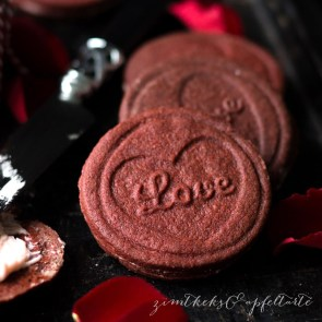 "Red Velvet Oreo Cookies | Cookie Friday with ""Zimtkeks & Apfeltarte"""