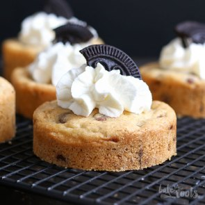 (Mini) Chocolate Chip Oreo Cookie Cakes | Bake to the roots