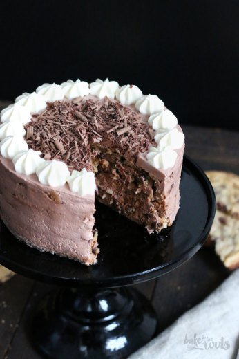 Chocolate Chip Cookie Mascarpone Cake | Bake to the roots