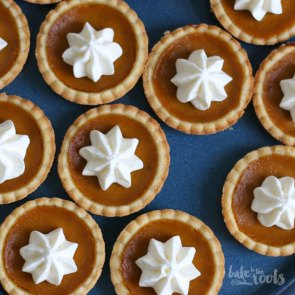 Mini Pumpkin Pies | Bake to the roots