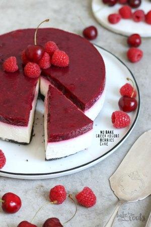 No-Bake Greek Yogurt Berry Cake